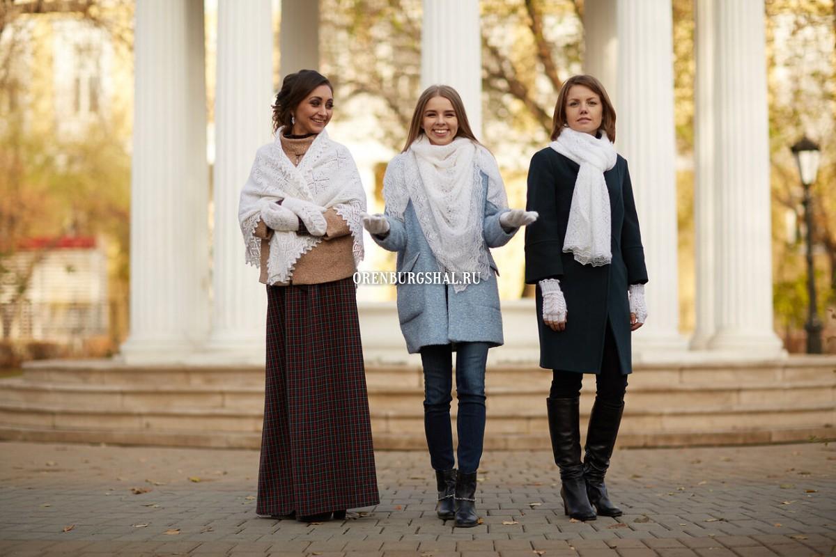 девушки в пуховых платках