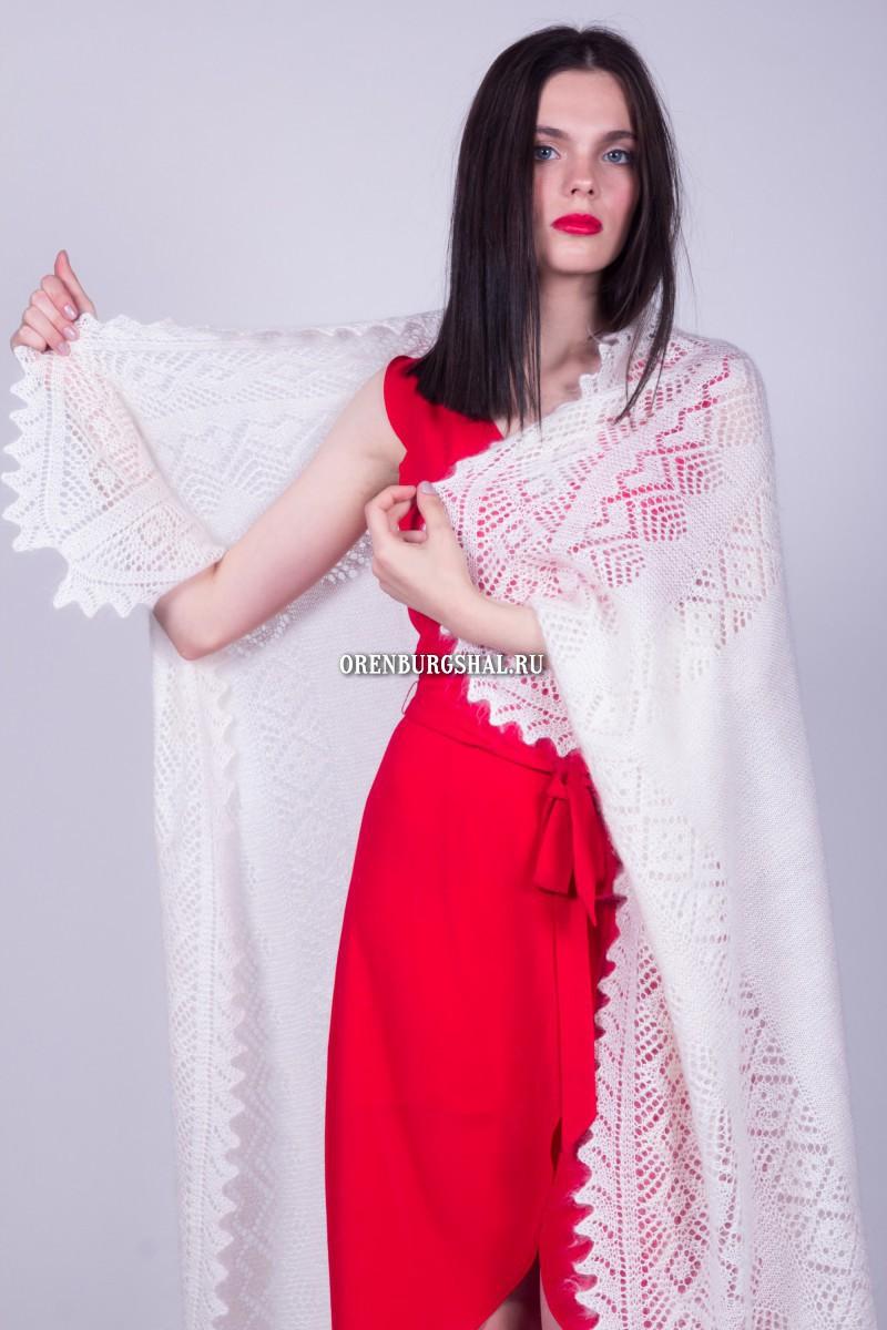 белая плотная шаль