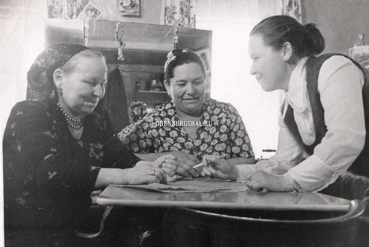 вязальщицы оренбургский пуховый платок