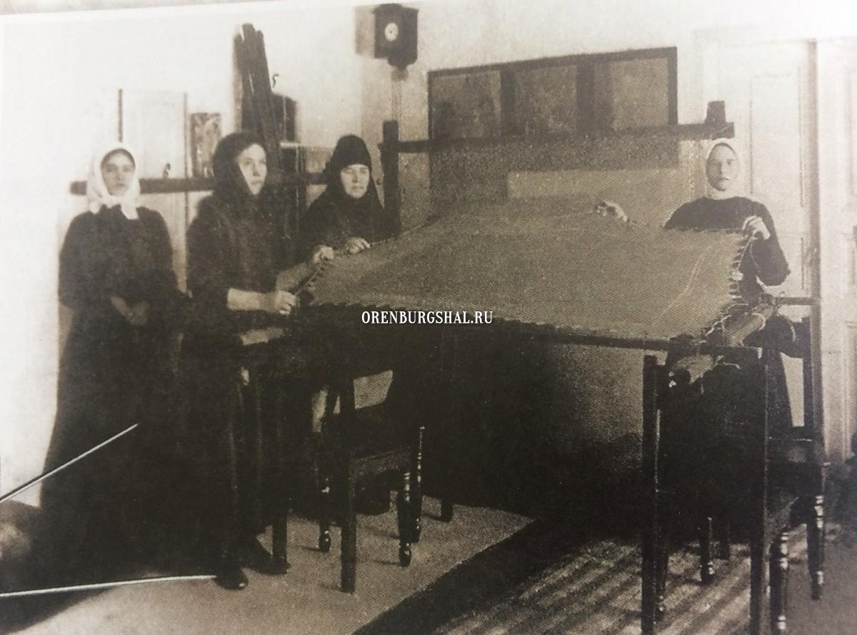 оренбургский пуховый платок на выставке