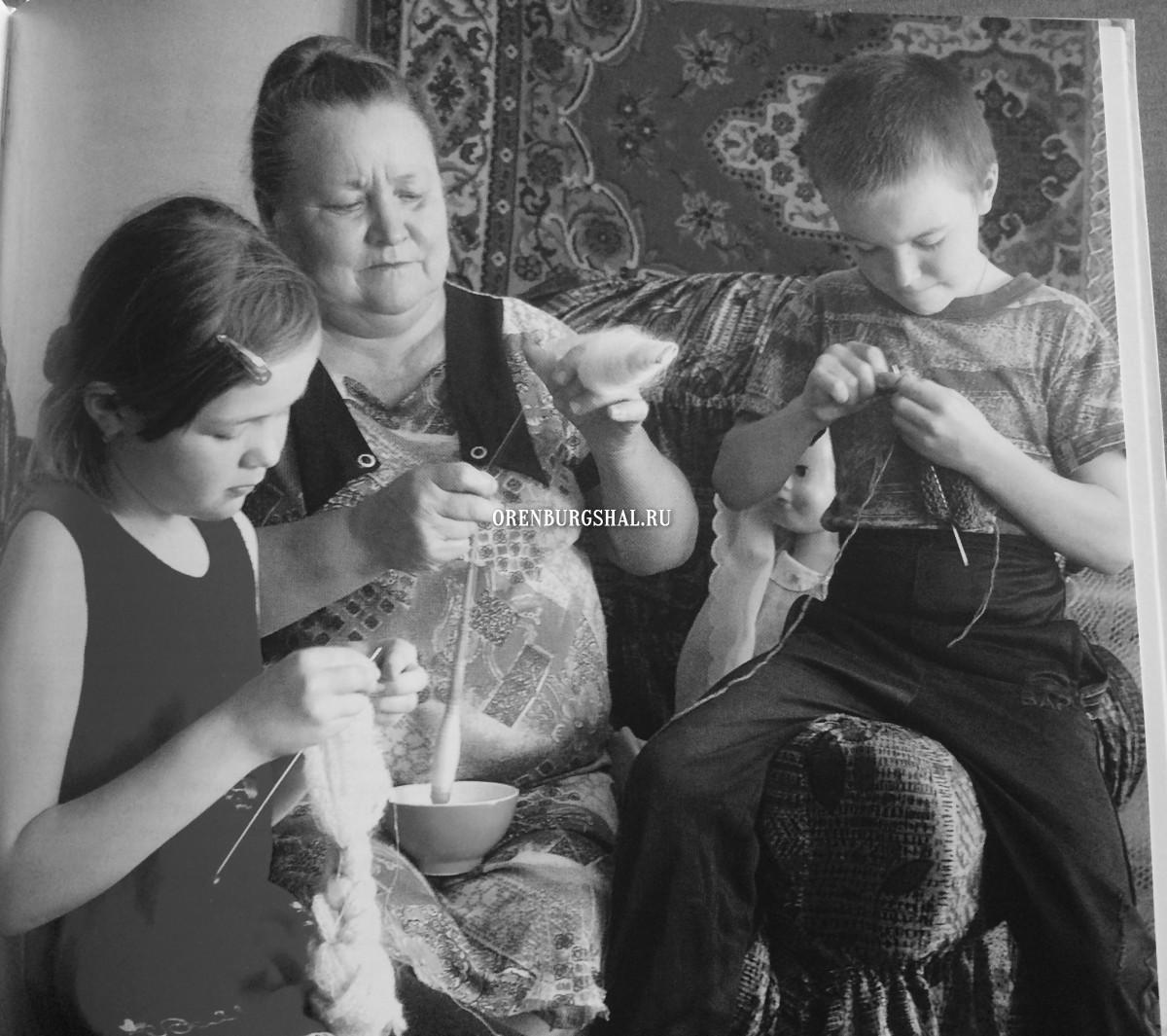 семья вязальщиц