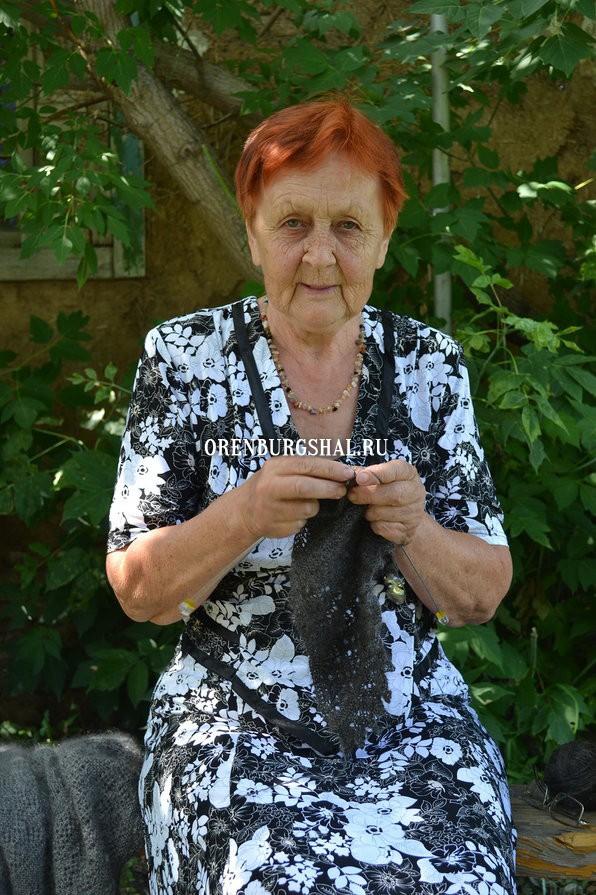 вязальщица оренбургского платка