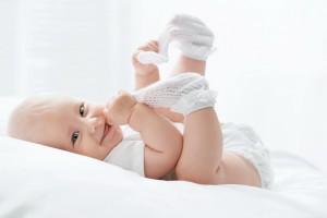 1810_3892x2595_deti-malyish-odezhda-noski-rebenok Носки для новорожденных (59 фото): вязаные модели для девочек, определяемся с размерами