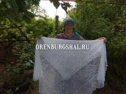 мастерица оренбургских платков