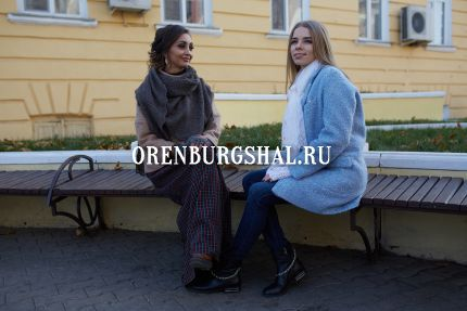 девушки в оренбургском платке