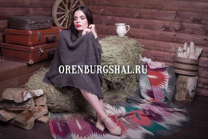 девушка в оренбургском платке