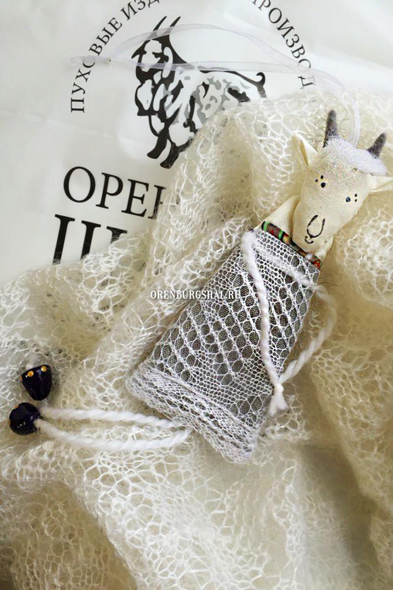 Козочка в пуховом платье