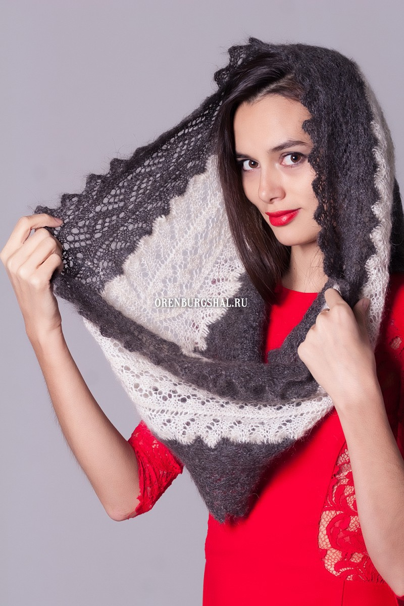 White and gray scarf 'Gray neck'