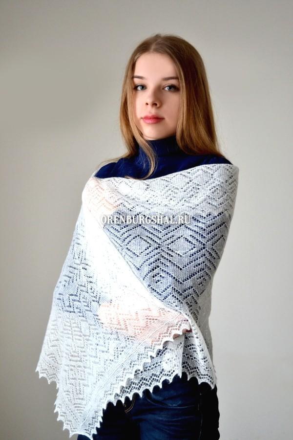 Небольшой пуховый платок