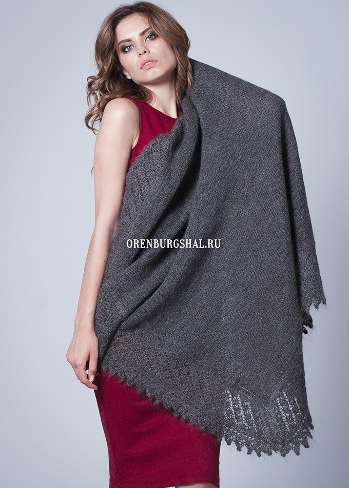 Gray shawl 'Warm January'