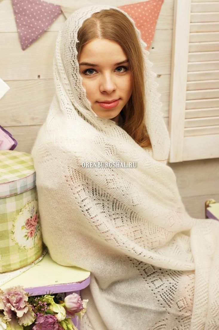 Белый пуховый платок 150х150